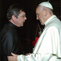 Fr Maurizio Pettena, Director, Australian Catholic Migrant and Refugee Office, meets Pope Francis at the Vatican.