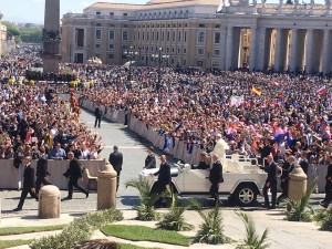 Conclusion of the youth meeting with Palm Sunday Mass, St Peter's Square.